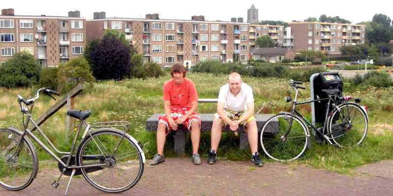 Gezicht op de Hertogenwijk vanaf de dijk